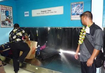 Operazioni di riconsegna bagagli a Chuuk