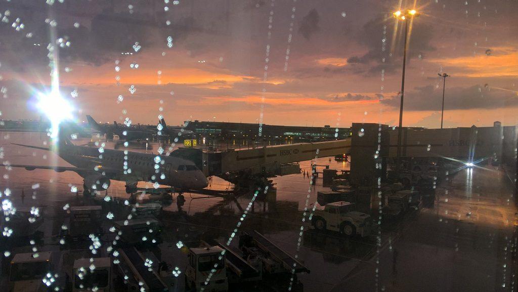 aeroporto toronto tramonto